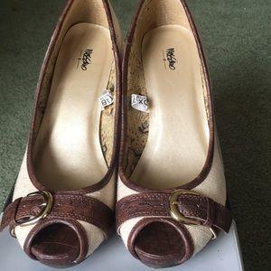 Mossimo peep toe heels